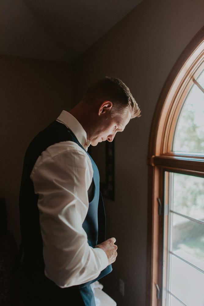 groom getting ready for wedding ceremony in pickerell-lincoln nebraska