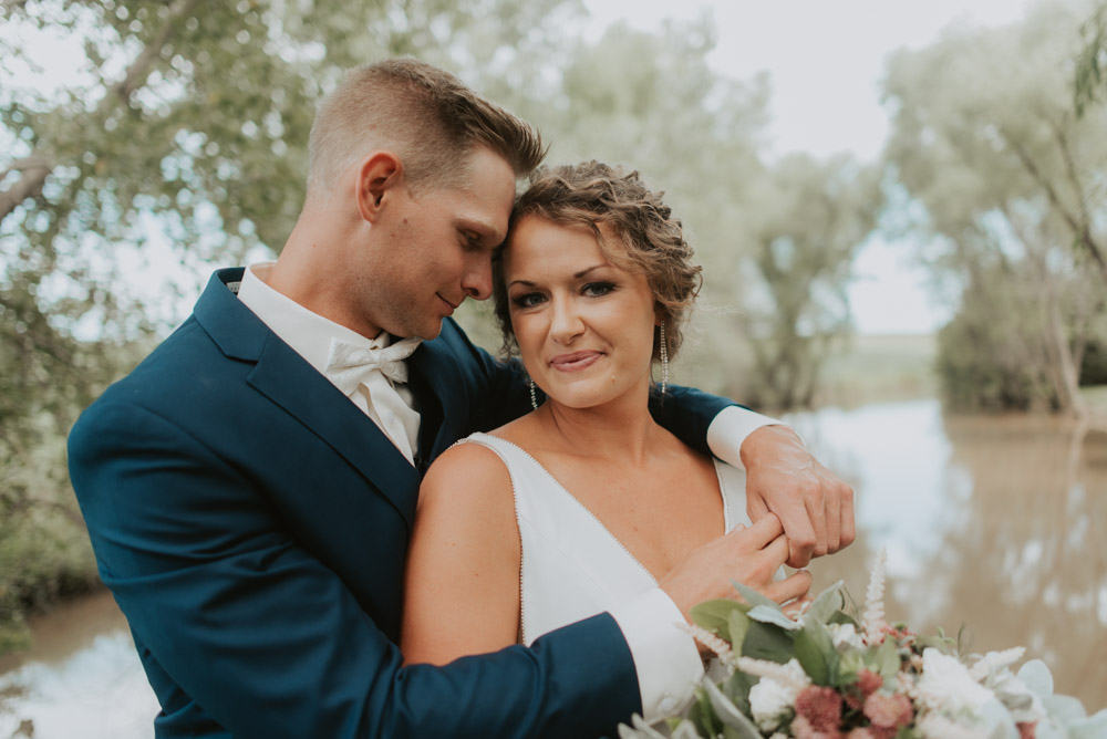 bride and groom first look portraits at barn wedding in pickrell-lincoln nebraska
