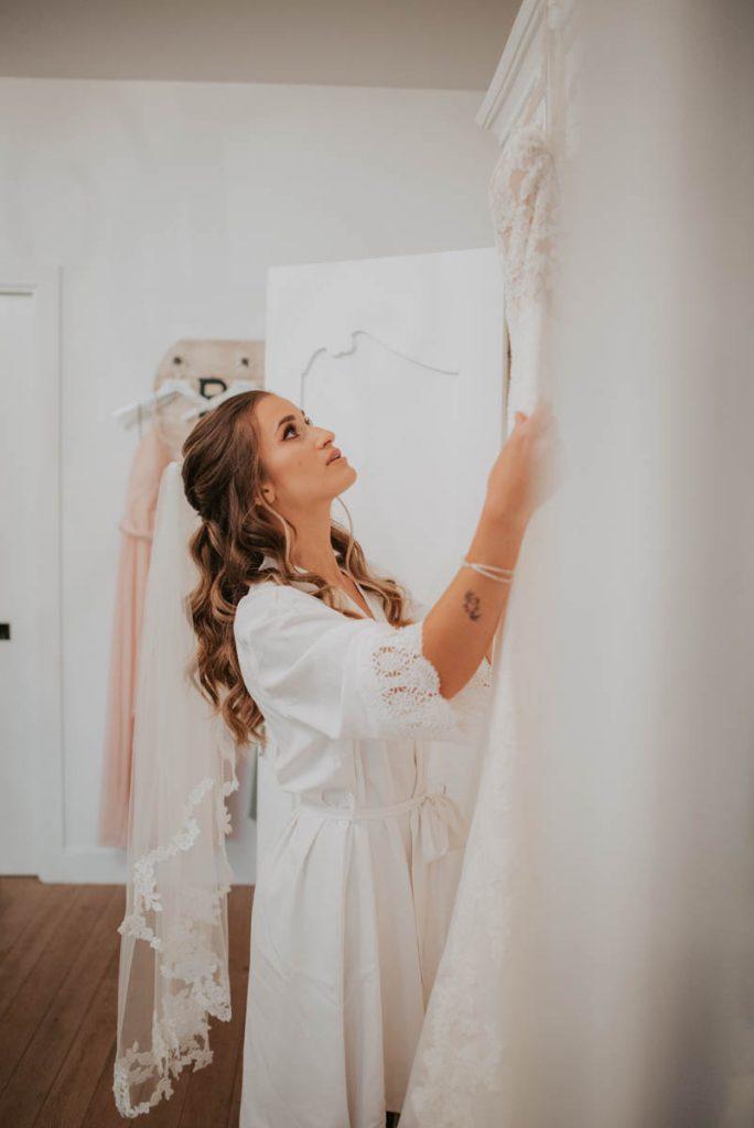 bride getting ready from wedding at raccoon creek in littleton colorado